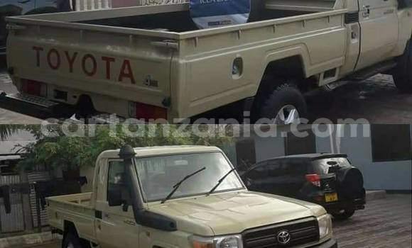 Buy Used Toyota Land Cruiser Green Car in Dar es Salaam in Dar es Salaam