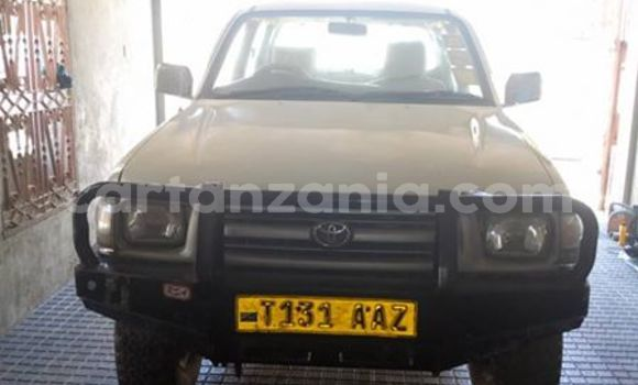 Buy Used Toyota Hilux White Car in Dar es Salaam in Dar es Salaam