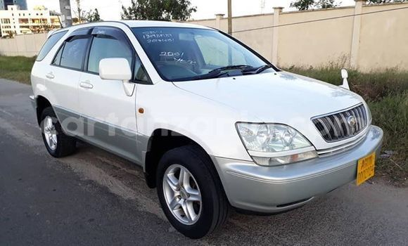 Buy Used Toyota Harrier White Car in Arusha in Arusha