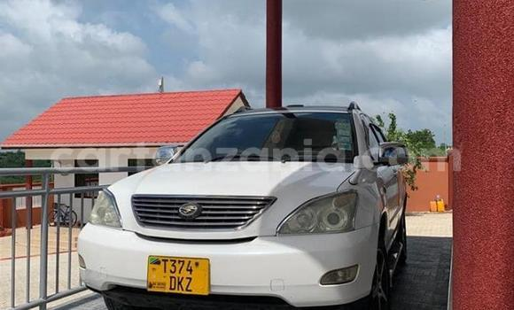 Buy Used Toyota Harrier White Car in Dar es Salaam in Dar es Salaam