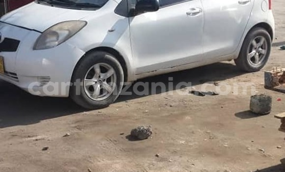 Buy Used Toyota Vitz White Car in Dar es Salaam in Dar es Salaam