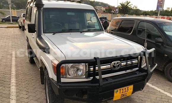 Buy Used Toyota Land Cruiser White Car in Dar es Salaam in Dar es Salaam