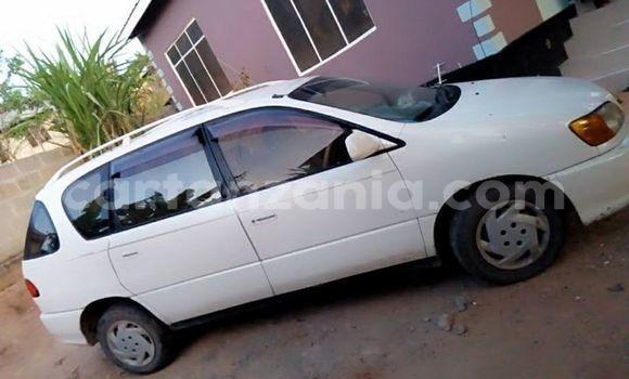Buy Used Toyota Ipsum White Car in Dar es Salaam in Dar es Salaam