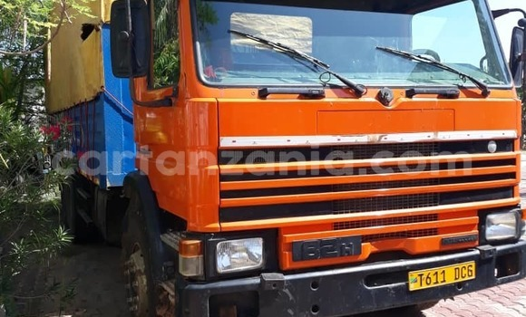 Buy Used Scania 113–320 Red Truck in Dar es Salaam in Dar es Salaam