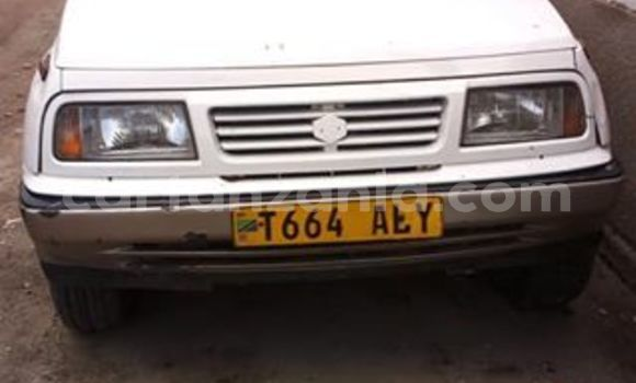 Buy Used Suzuki Escudo White Car in Dar es Salaam in Dar es Salaam