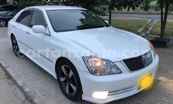 Buy Used Toyota Crown White Car in Dar es Salaam in Dar es Salaam
