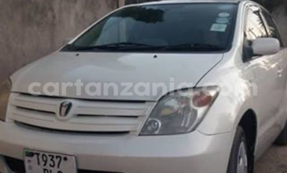 Buy Used Toyota Ist White Car in Dar es Salaam in Dar es Salaam