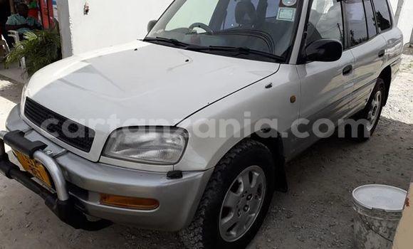Buy Used Toyota RAV4 White Car in Dar es Salaam in Dar es Salaam