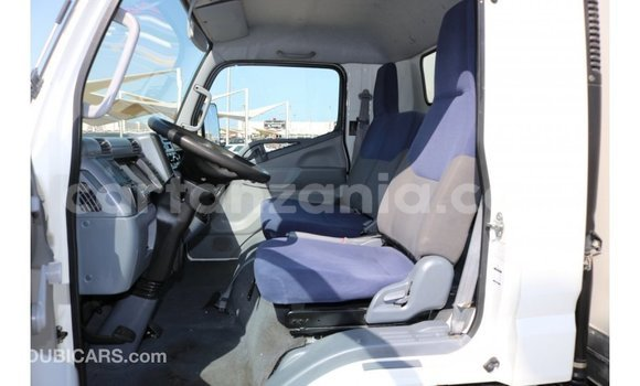 Buy Import Mitsubishi L400 White Truck in Import - Dubai in Arusha