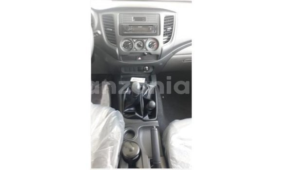 Buy Import Mitsubishi L200 White Car in Import - Dubai in Arusha
