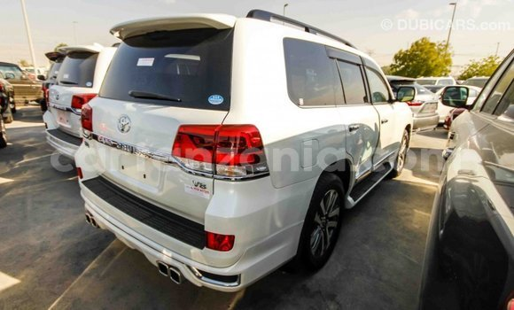 Buy Import Toyota Land Cruiser White Car in Import - Dubai in Arusha