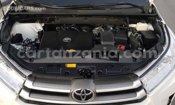 Buy Import Toyota Highlander White Car in Import - Dubai in Arusha