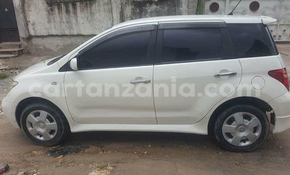 Buy Used Toyota IST White Car in Karatu in Arusha