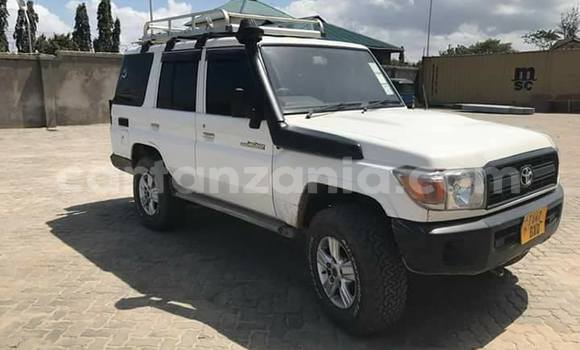 Buy Used Toyota Land Cruiser White Car in Karatu in Arusha