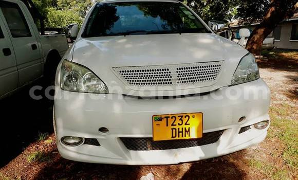 Buy Used Toyota Harrier White Car in Karatu in Arusha