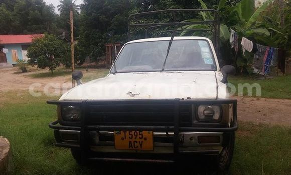 Buy Used Toyota Hilux White Car in Karatu in Arusha