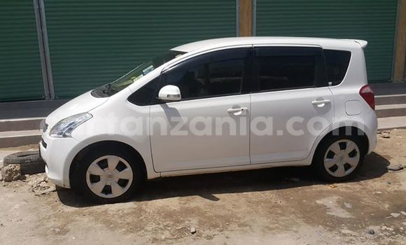 Buy Used Toyota Ractis White Car in Karatu in Arusha