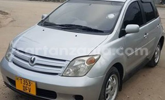 Buy Used Toyota IST Silver Car in Karatu in Arusha