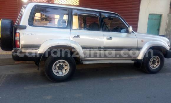 Buy Used Toyota Land Cruiser Green Car in Arusha in Arusha