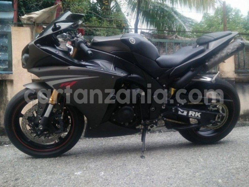 Big with watermark yamaha r1 4 620x465