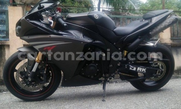 Buy Used Yamaha FZR Black Moto in Bagamoyo in Pwani