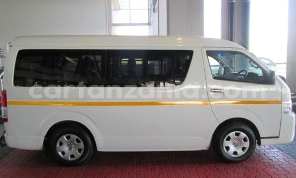 Buy Used Toyota bB White Car in Bariadi in Simiyu