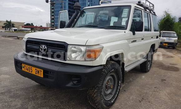 Buy Used Toyota Land Cruiser White Car in Dar es Salaam in Dar es Salaam
